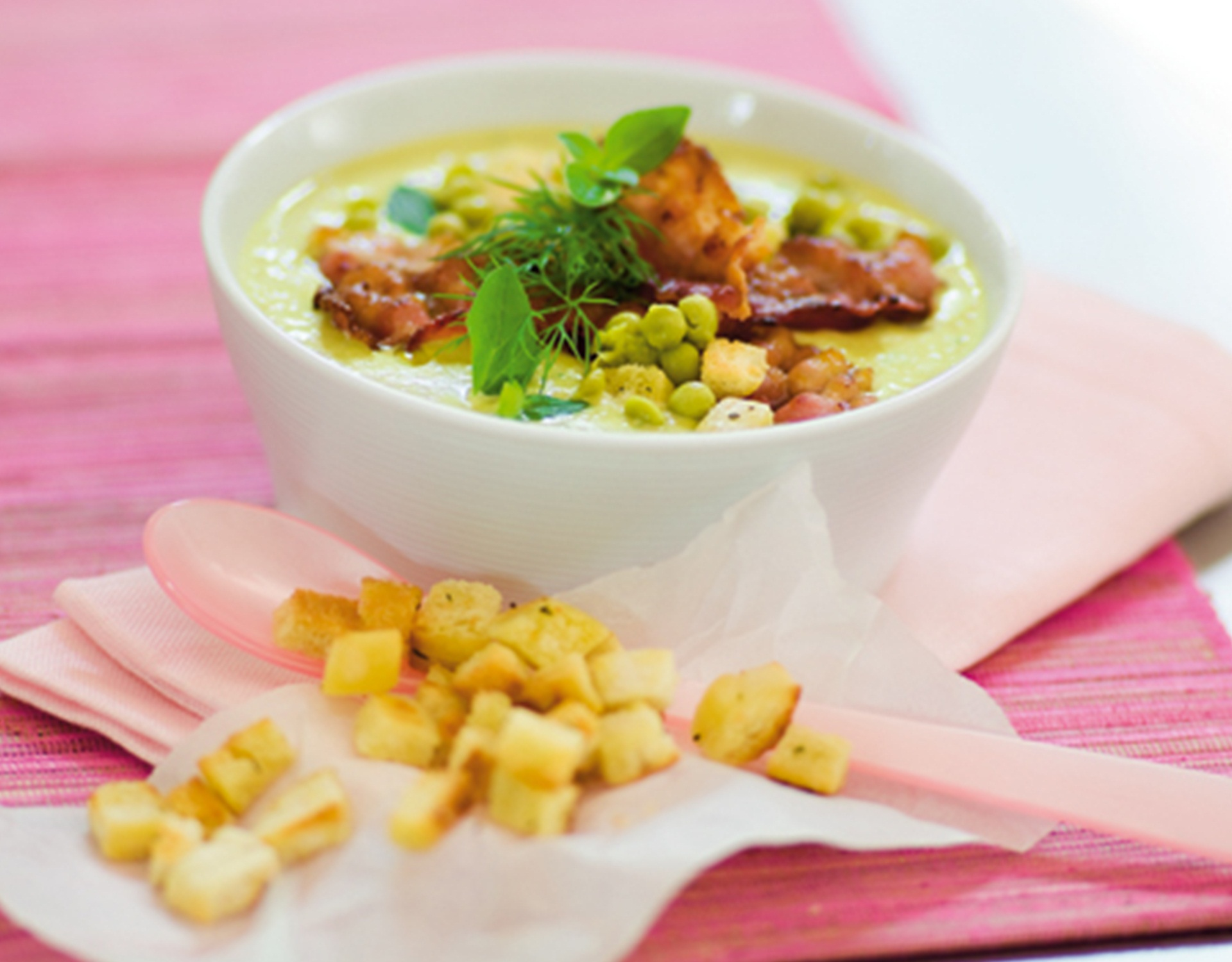 pure-guisantes-bacon-croutons